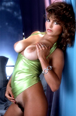 Retro queen of posing Anna Clark is ready to show off her...