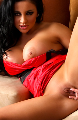 This curvy brunette's name is Audrey Bitoni and she is one...