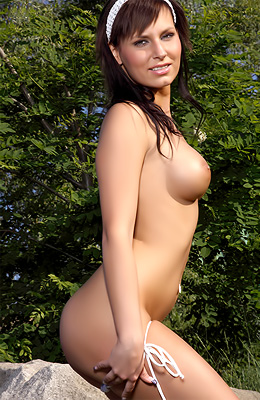 Posing naked outdoors was Carie's most secret fantasy and...
