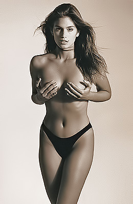 Jaw dropping legendary Cindy Crawford shows off her tight...