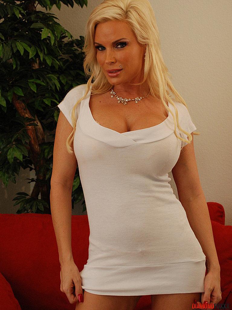 Horny Blonde Pornstar Diamond Foxxx