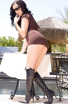 Jelena Jensen loves to wear black leather boots and tight...