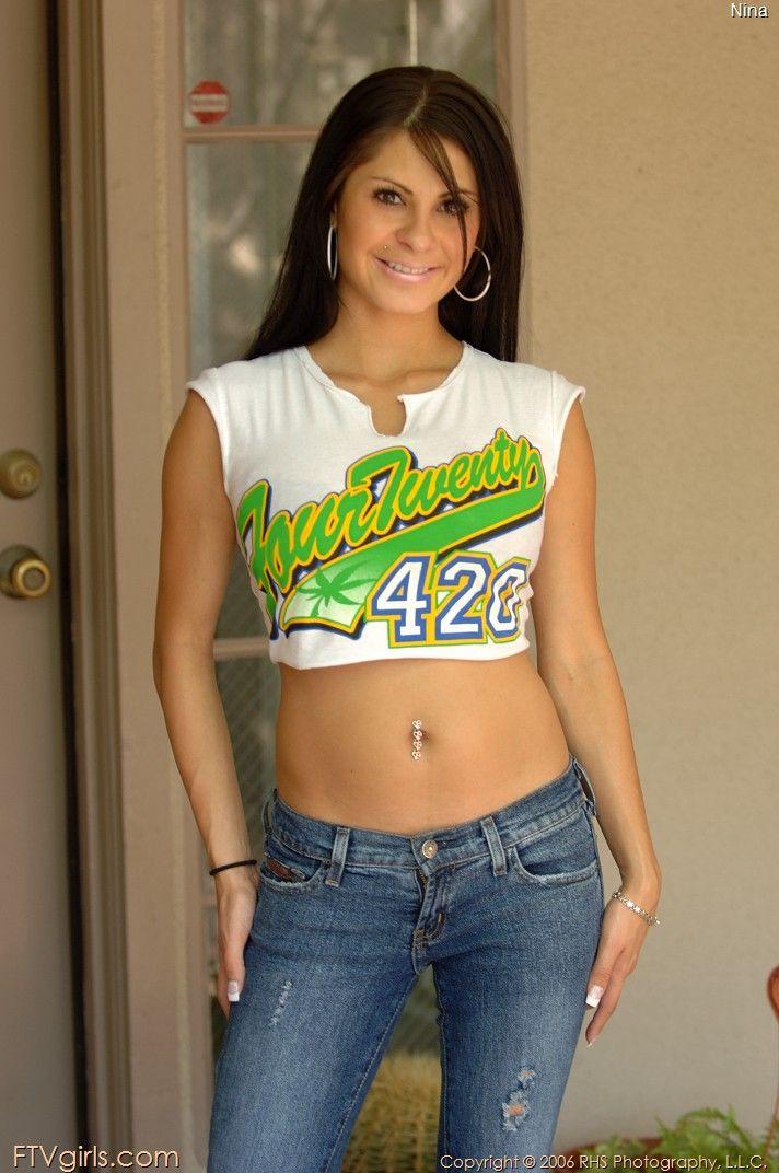 Adrianna nicole and nina hartley threesome - 5 4