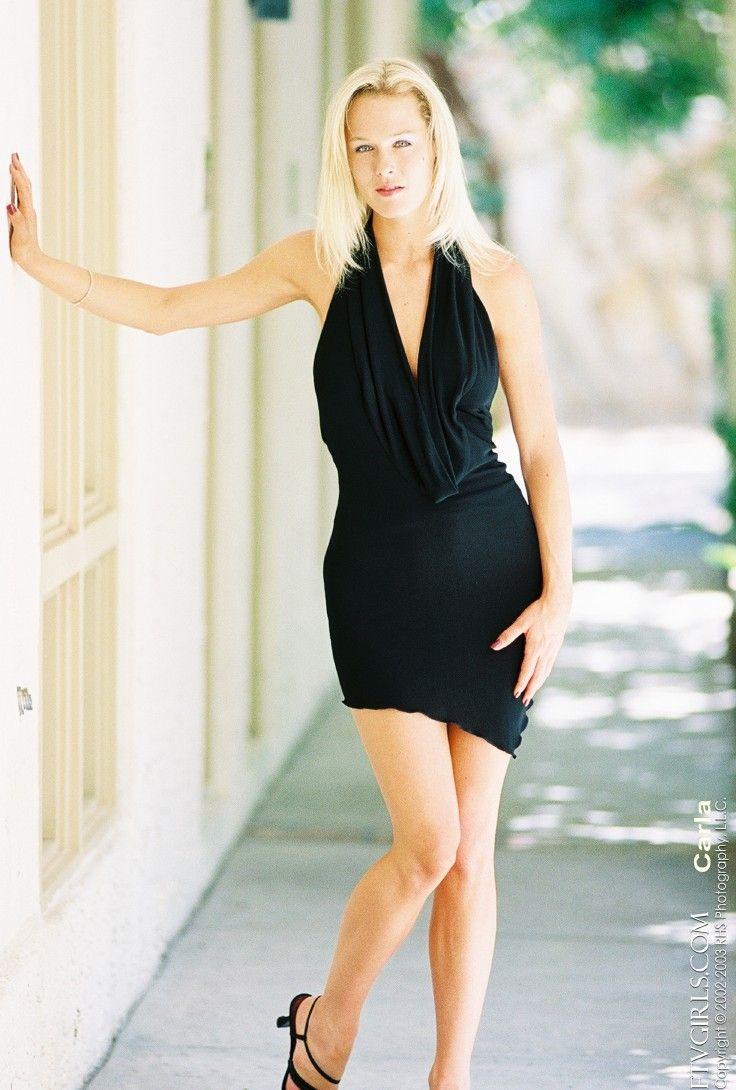 Hot legs in miniskirt of turkish financer girl at mediamarkt - 3 6
