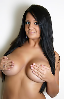 Yummy brunette Southern Brooke is a curvy little tart that...