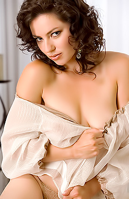 Curly dark haired beauty Vanessa Gleason enjoys in doing her...