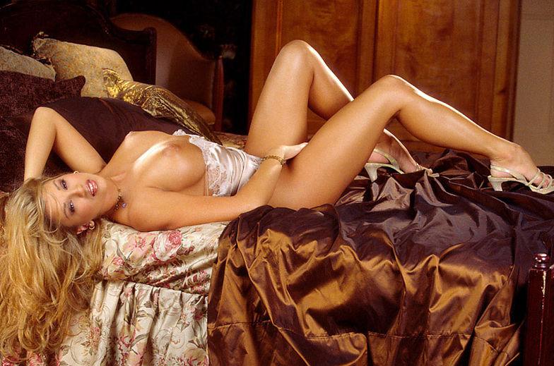 naked pretty korean woman