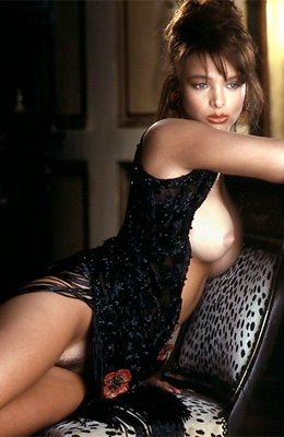 Wendy Hamilton is a retro model who loves to reveal her...